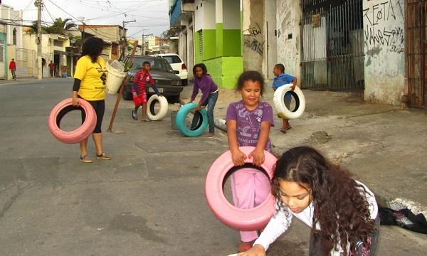 Crianças participam de oficina na Brasilândia.