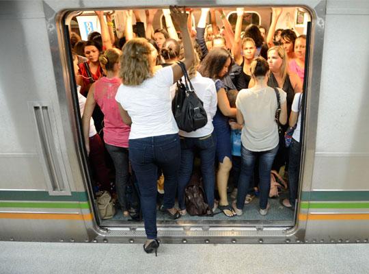 Metrô de Brasília conta com um vagão exclusivo para mulheres desde abril deste ano.