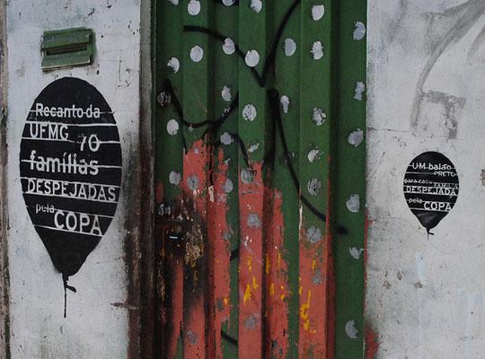 Ação protesta contra remoções forçadas para a Copa do Mundo em Belo Horizonte (MG).