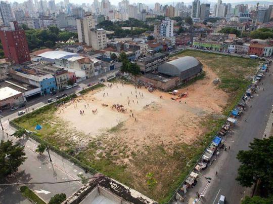 O terreno desocupado pelo Nova Luz ocupado pela I Copa Rebelde.