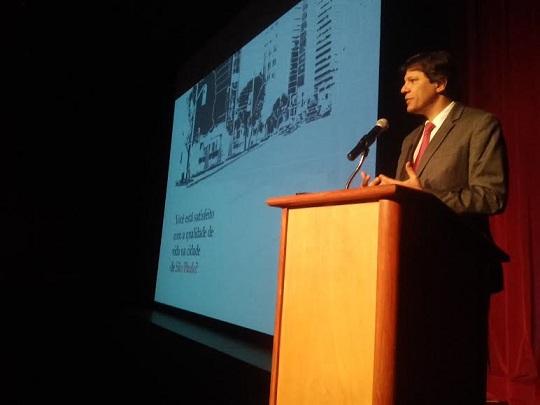 O prefeito Fernando Haddad discursa no lançamento da pesquisa Irbem.