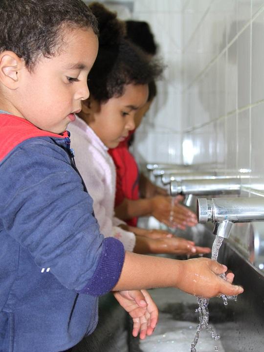 Torneira redutora no Centro de Educação Infantil Maria Auxiliadora, na região do Jaçanã (zona norte),