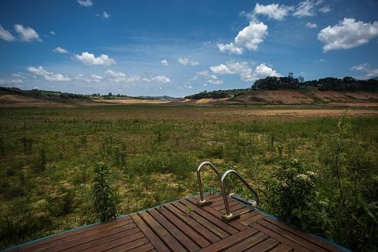 Sistema Cantareira em colapso: governo estadual prevê para fim de março a decisão final sobre rodízio de água.