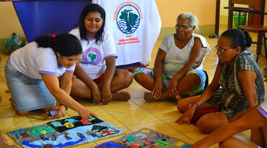 Em Altamira (PA), mulheres atingidas pela construção de Belo Monte participam de oficina.