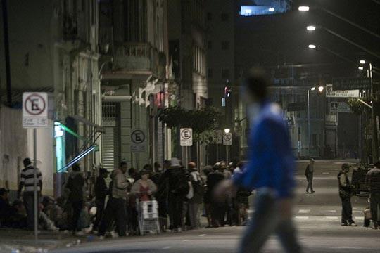 Aglomeração de usuários na rua General Osório, em São Paulo.