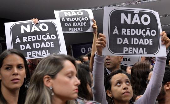 Protesto durante audiência pública que debateu a PEC da Maioridade Penal.