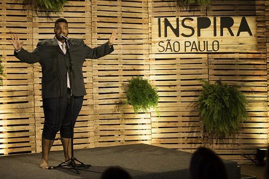 O 'cozinheiro de quebrada' Matheus Oliveira participa do evento.
