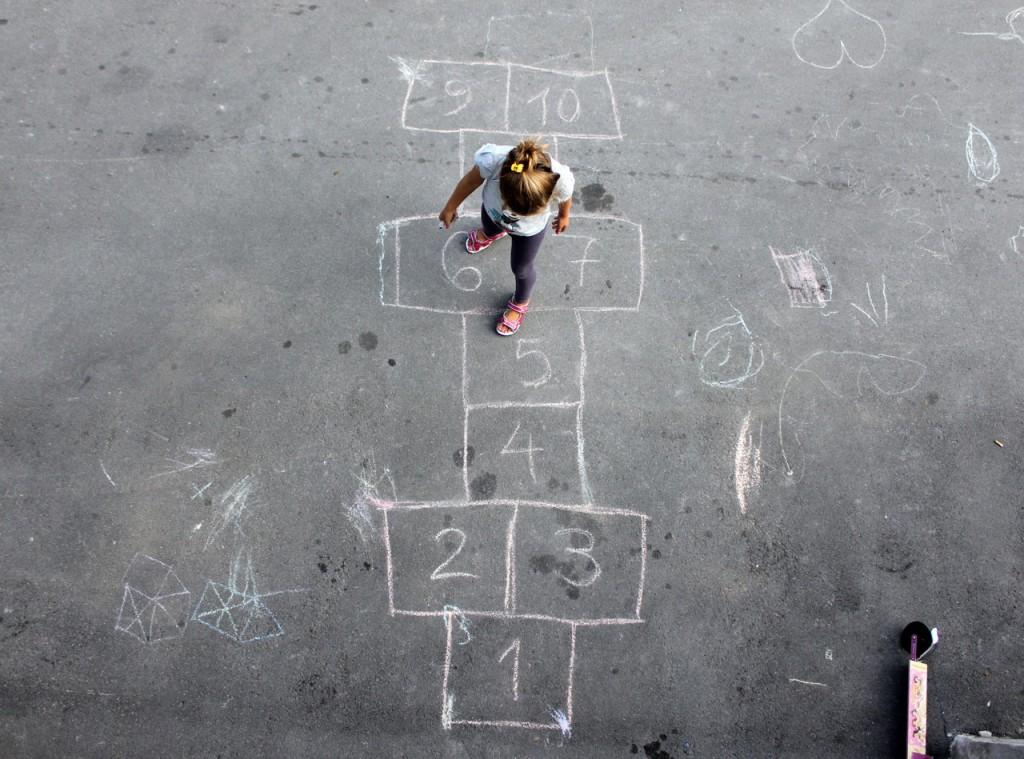 """""""Estudos ilustram que os efeitos de brincar desde cedo ajudam a desenvolver alfabetização, leitura, familiaridade com números e a criatividade"""""""