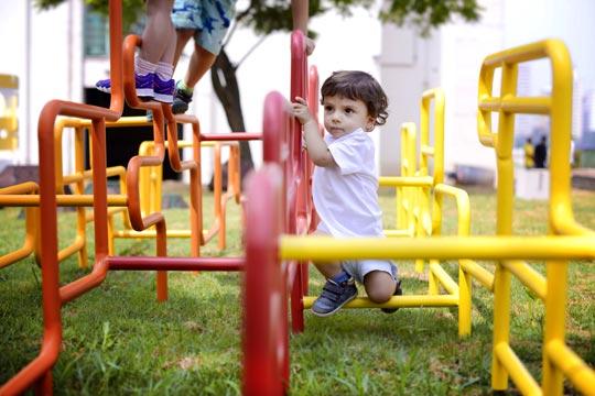 Trepa-trepa inspirado no skyline de São Paulo é um dos brinquedos produzidos pelo ErêLab.