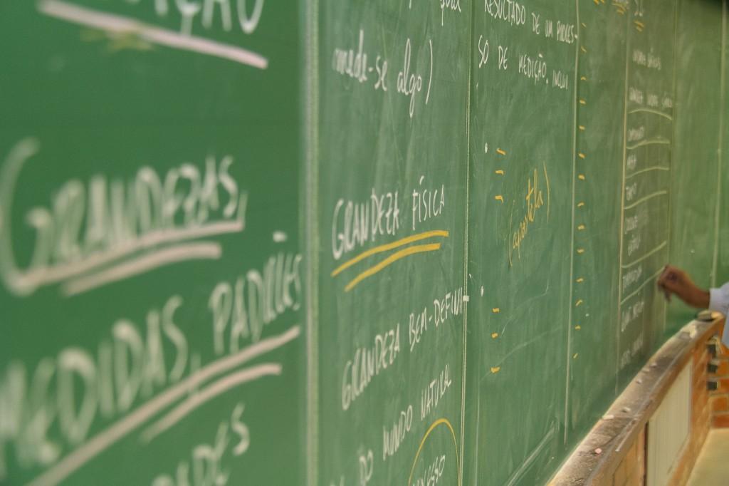 Pesquisa quer saber sua opinião sobre a educação brasileira.