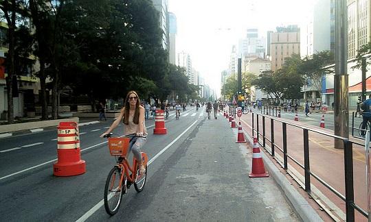 Manifesto pede a abertura definitiva da Paulista para pedestres aos domingos.