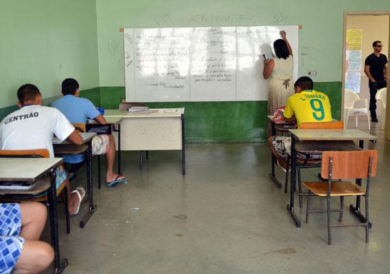 Em parceria com o Centro de Referências em Educação Integral e o Promenino, listamos 15 ações a partir do depoimento de especialistas e docentes.