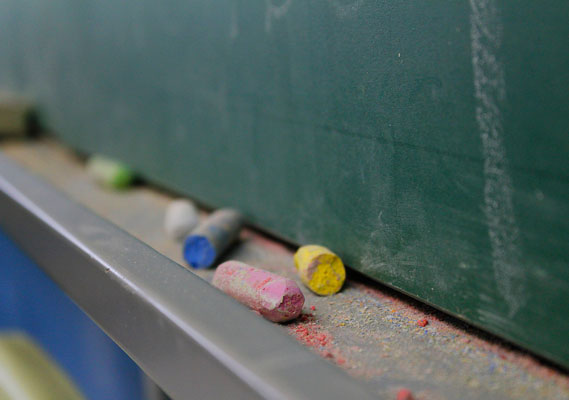 Formação de educadores é crucial para garantir desenvolvimento integral na primeira infância.