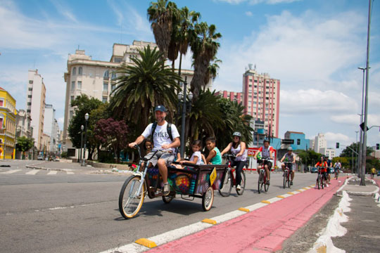 O Bike Tour SP disponibiliza passeios ciclísticos gratuitos para os interessados em pedalar e conhecer melhor as histórias de seis diferentes territórios da capital paulista.