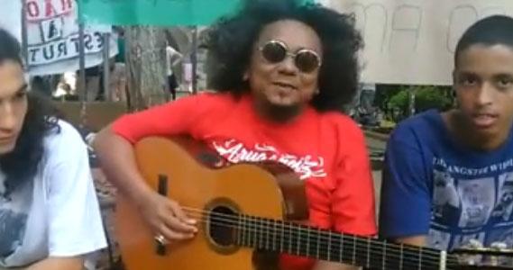 Chico César, que já fez shows na E. E. Fernão Dias, é um dos muitos artistas apoiando as ocupações.