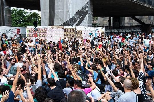 Em entrevista ao Portal Aprendiz, o professor de políticas públicas da USP, Pablo Ortellado, analisa a mobilização que barrou a reorganização escolar em SP.