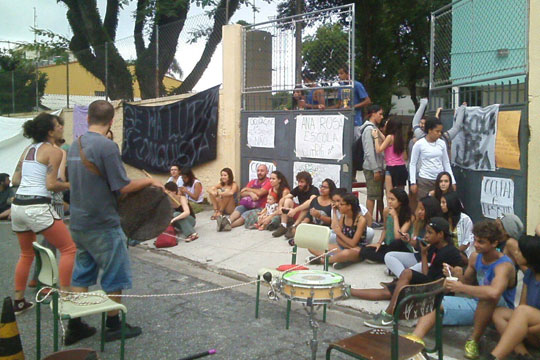 2015 foi um ano histórico para a educação brasileira por conta da mobilização secundarista que ocupou mais de 200 escolas estaduais em São Paulo.