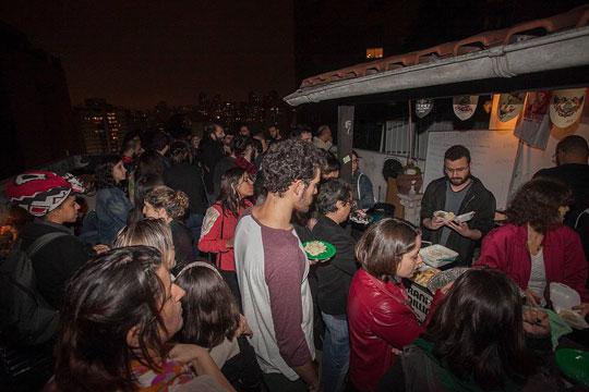 Jantar dos Refugiados acontece todas as terças no Fatiados Discos e Cervejas Especiais (Reprodução)