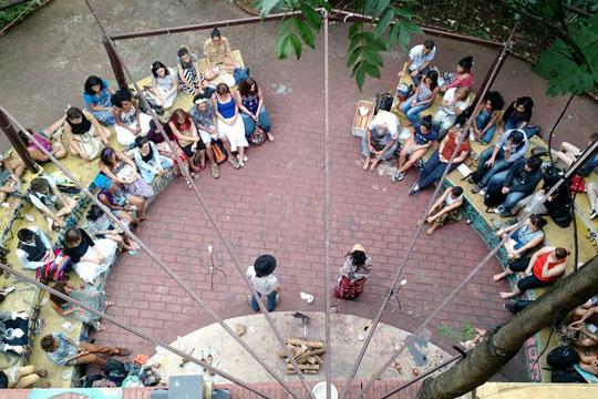 Ocupação Casa Amarela já sofreu diversas tentativas de reintegração de posse, mas se mantém como um espaço de oferta cultural livre e independente.