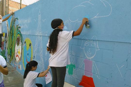 Oficinas de grafite também estão no programa dos Centros.