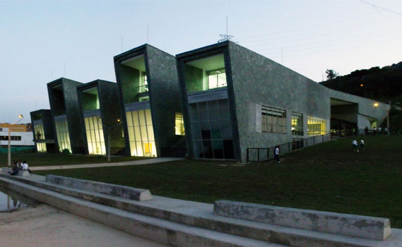 """A escola de """"La Independencia"""" é pensada como um parque aberto à comunidade."""