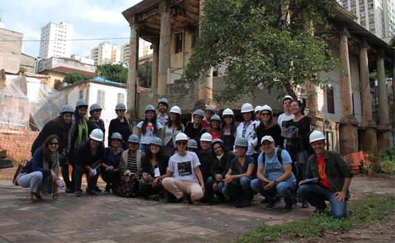 Docentes visitam o processo de restauração da Vila Itororó.