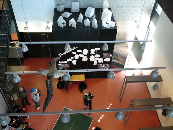 Interior da Viiki School, na Finlândia.