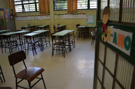 Apesar de estar perto da universalização, educação fundamental ainda deixa de atender quase meio milhão de estudantes.