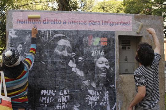 Lambe lambes sobre o tema foram espalhados pela capital paulista.