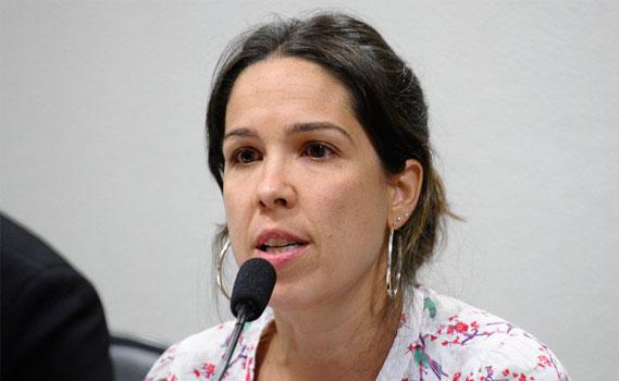 Natacha Costa, durante audiência no Senado.