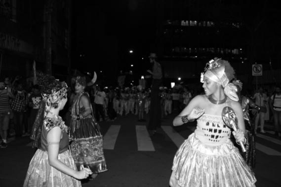 Ilú Obá de Min traz a cultura afrobrasileira para o centro do espaço público.