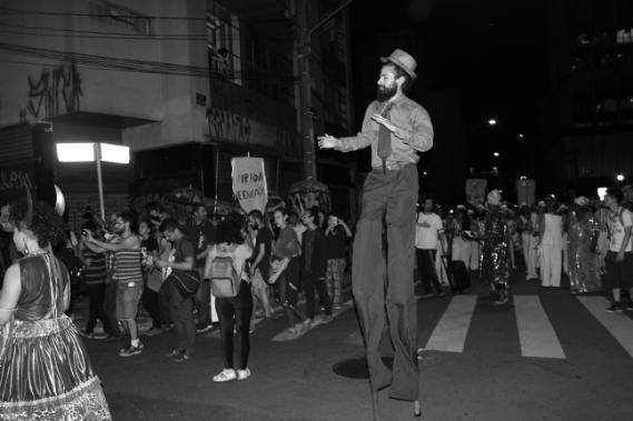 Apresentação trouxe elementos lúdicos e poéticos para a quarta-feira paulistana.