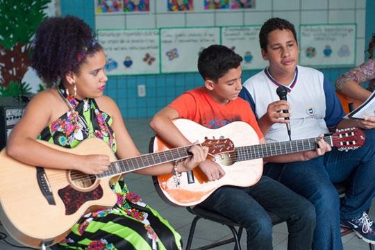 A Secretaria de Educação de Ipatinga pediu às escolas e aos seus estudantes que buscassem no território onde se encontravam as oportunidades educativas.