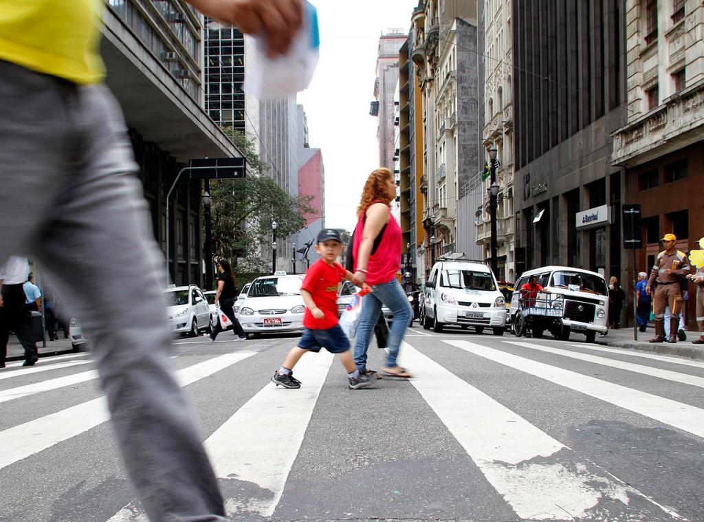 em debate, especialistas discutem desafios da mobilidade a pé