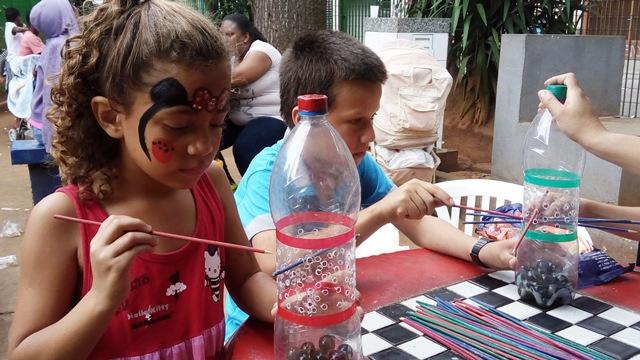 crianças brincando na praça largo coração de jesus