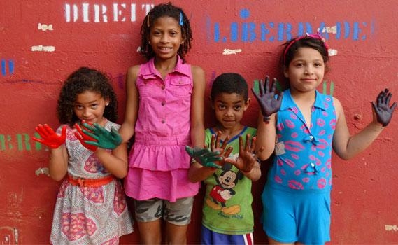 crianças da comunidade da cidade estrutural