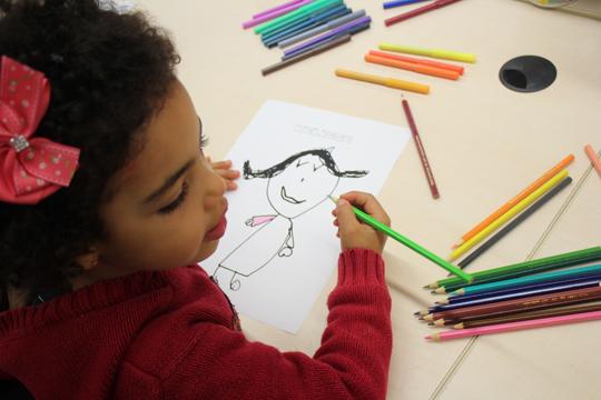 Estudantes da EMEI Heitor Villa Lobos visitam Fab Lab do Centro Cultural São Paulo e, através de desenhos, fortalecem a própria identidade.