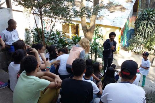 """O projeto 'Para além dos muros da escola: intervindo no Jardim Maringá"""" foi uma das onze escolas selecionadas na edição 2016 do Desafio Criativos da Escola."""