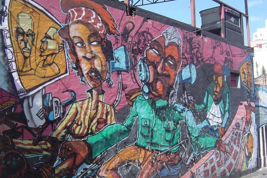Em um momento de tensão para a arte urbana de São Paulo, resgatamos a história de um dos maiores grafiteiros que a capital paulista já teve: Niggaz da Hora.