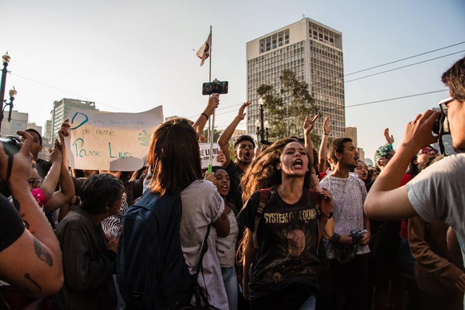 Estudantes protestam contra mudanças no Passe Livre Estudantil em SP