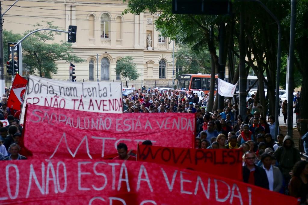 Manifestação no centro em direção a Câmara Municipal de Vereadoes, contra o projeto de privatização em São Paulo.