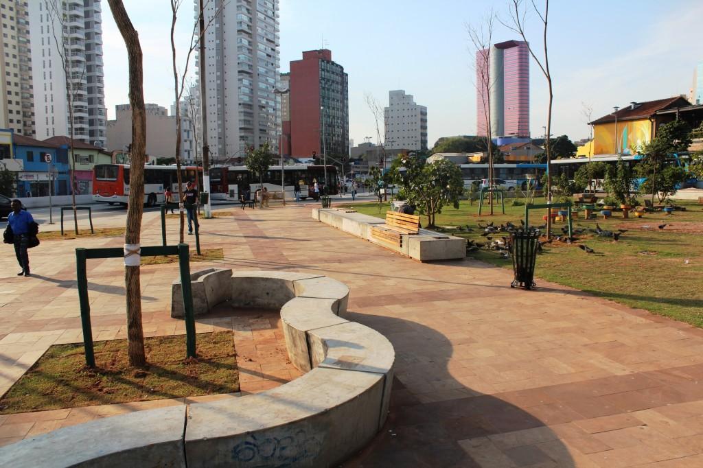 Prefeitura removeu o parquinho do Largo da Batata no início do mês e ainda não substituiu os equipamentos