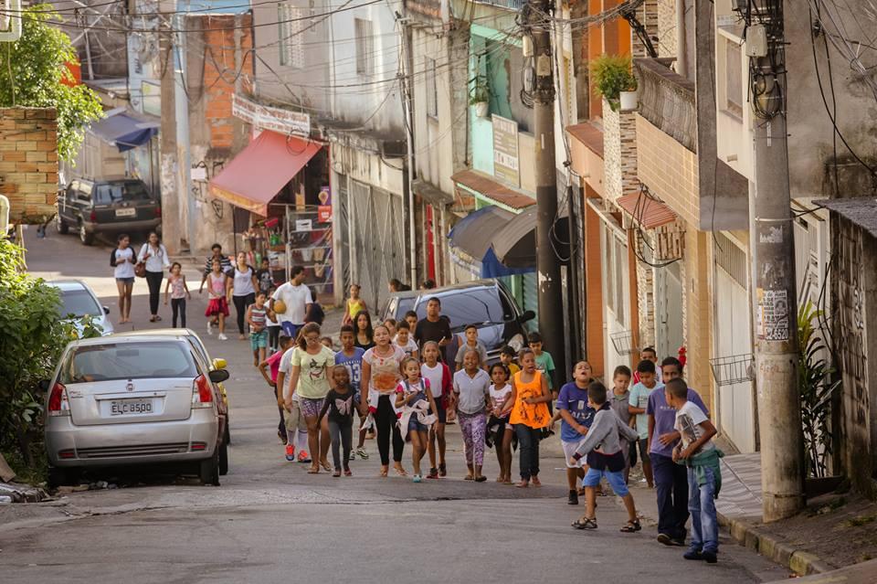 Grupo Esparrama discute arte e cidade com as crianças. Atividades acontecem no CEU Heliópolis