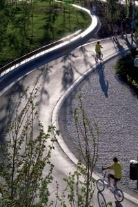 Agora, orla do rio Manzanares, em Madri, tem mais do que apenas rodovias