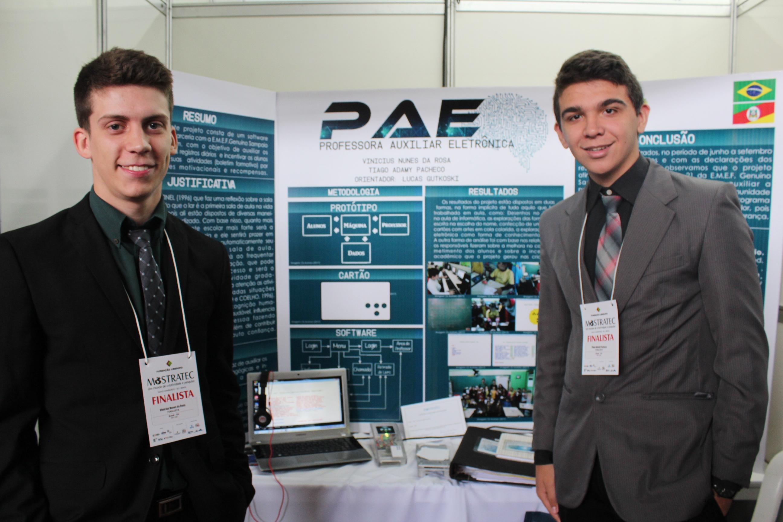 Alunos da Fundação Liberato, Vinícius e Thiago desenvolveram um software de estímulo a alunos em fase de alfabetização e que auxilia as professoras a ter controle de frequência e realização de tarefas