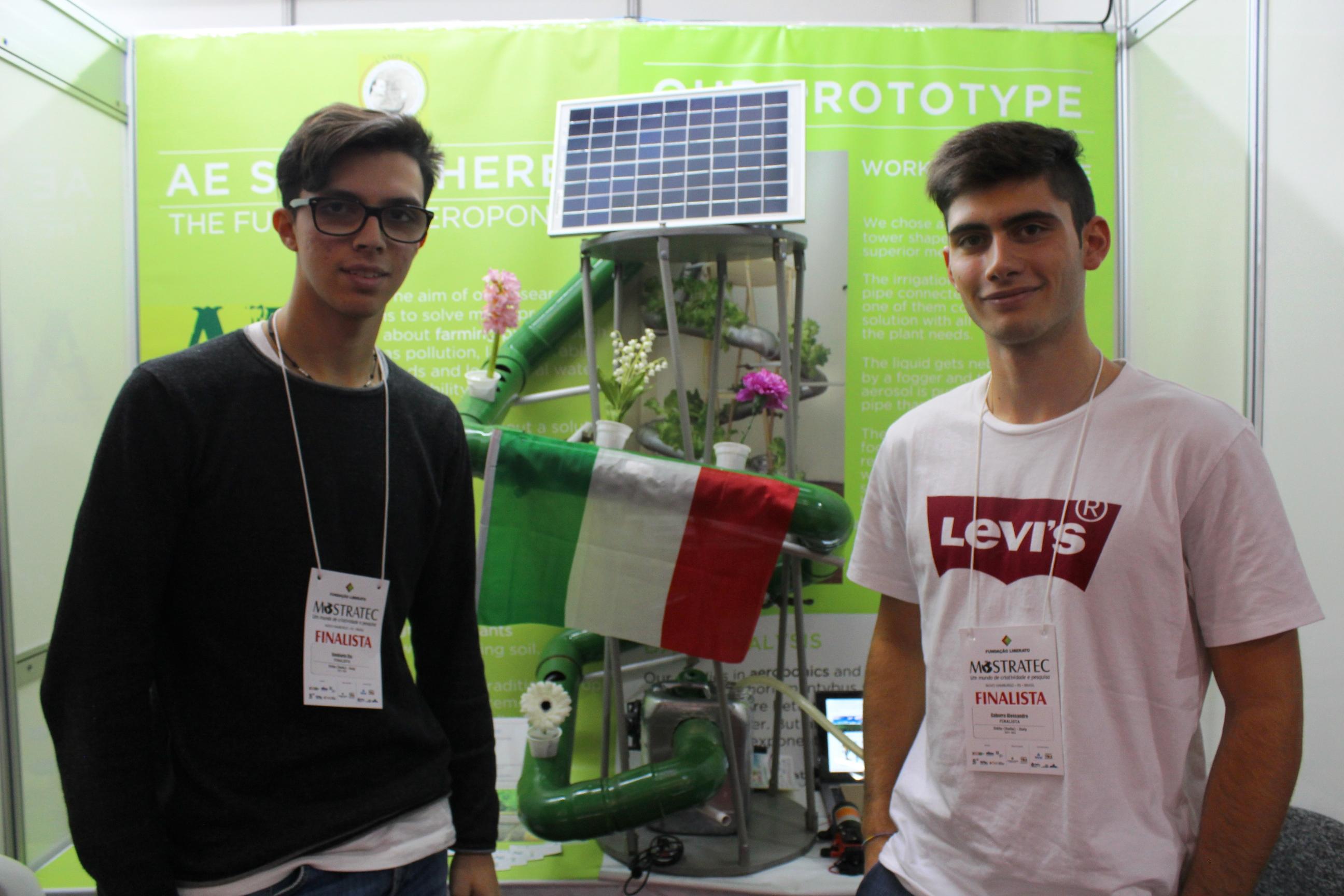 Na Mostratec, estudantes italianos apresentam alternativas para o cultivo de plantas