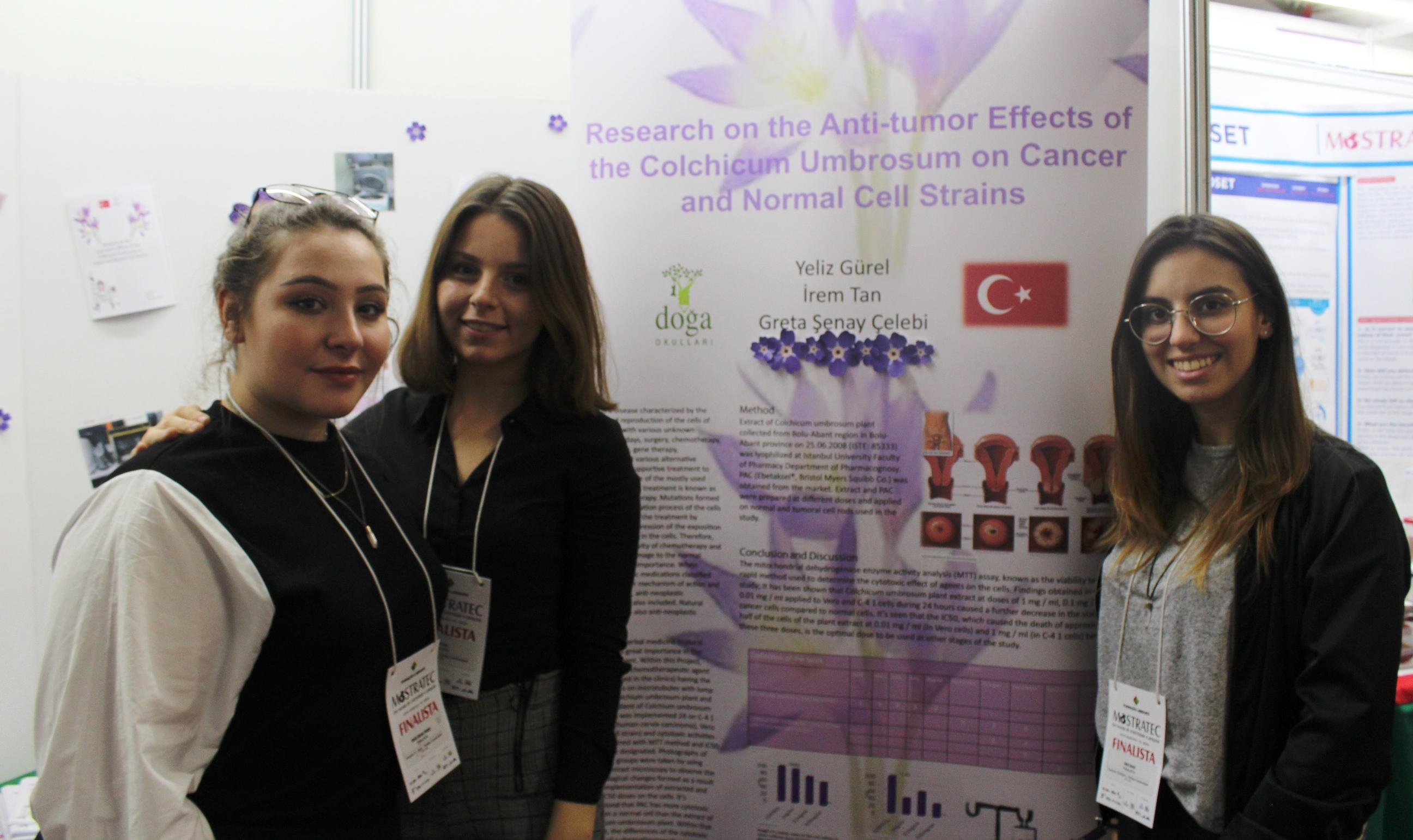 Três estudantes turcas desenvolvem pesquisa sobre tratamento ao câncer e apresentam na Mostratec