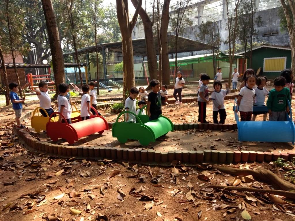 Na EMEI Heitor Villa-Lobos, instalação na praça inspirou projeto de educação no trânsito