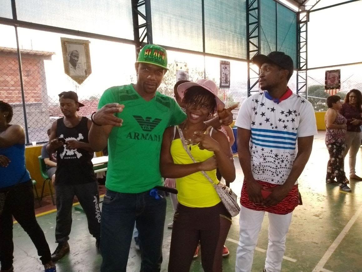 Alunos durante a feira cultural haitiana promovida pelo CIEJA Perus
