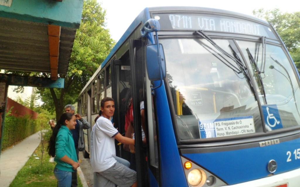 No projeto Conhecer e usufruir a cidade, utilizando o transporte público, exercendo a cidadania embasada nos direitos humanos, o trajeto também educa
